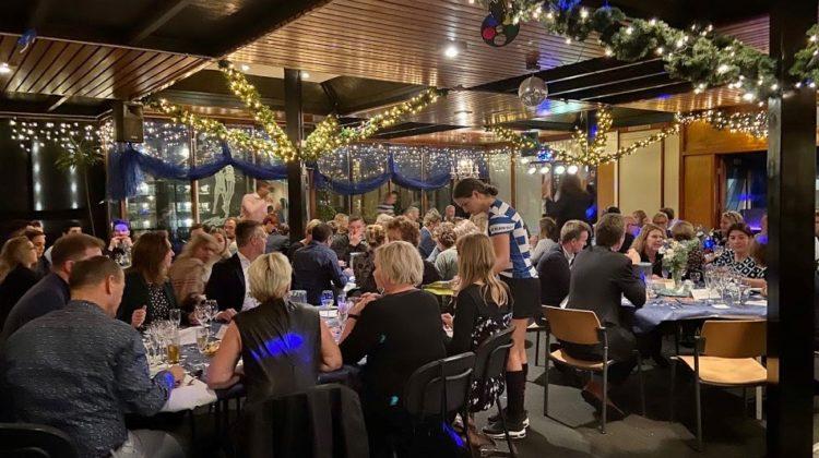 Geslaagd AKC Blauw-Wit benefiet diner!